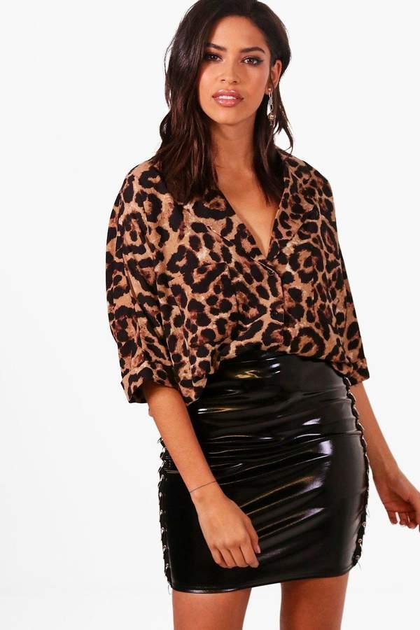 Outfit para gorditas - Asesoría de imagen ejecutiva - boohoo Leopard Revere Collar Shirt - Boohoo - BooHoo