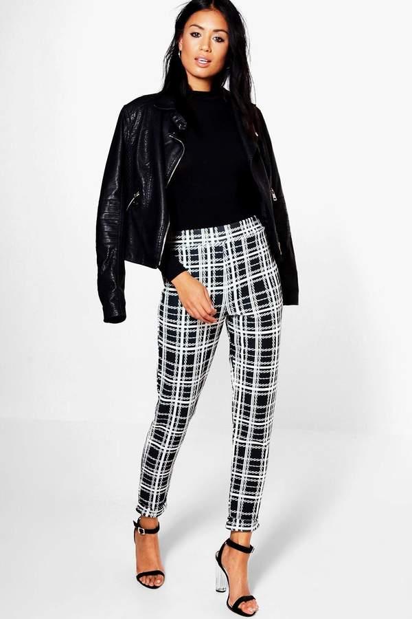 Outfit para oficina - Asesoría de imagen ejecutiva - boohoo Harper Monochrome Dogtooth Skinny Stretch Trousers - Boohoo - BooHoo