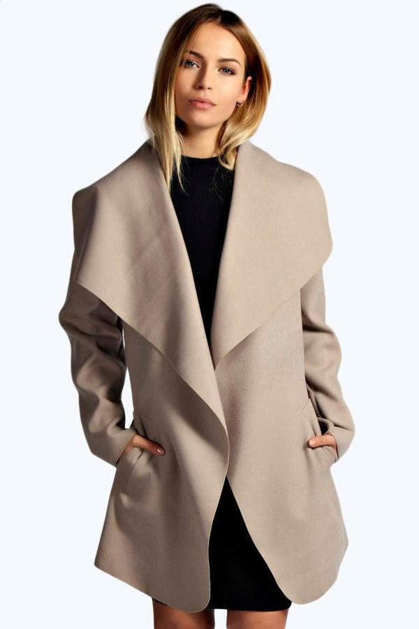 Outfit para oficina - Asesoría de imagen ejecutiva - boohoo Abigail Waterfall Coat - Boohoo - BooHoo