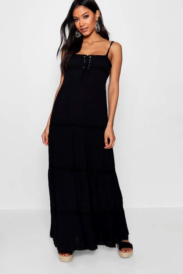 outfit para boda - Asesoría de imagen ejecutiva - boohoo Eliza Lace Insert Tiered Maxi Dress - Boohoo - BooHoo