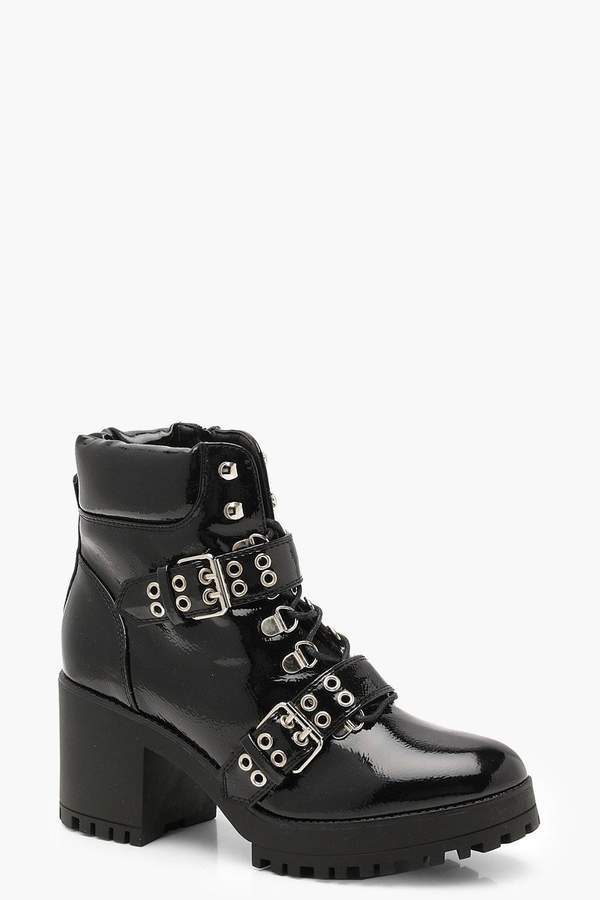 outfit rockero - Asesoría de imagen ejecutiva - boohoo Patent Double Strap Lace Up Chunky Hiker Boots - Boohoo - BooHoo