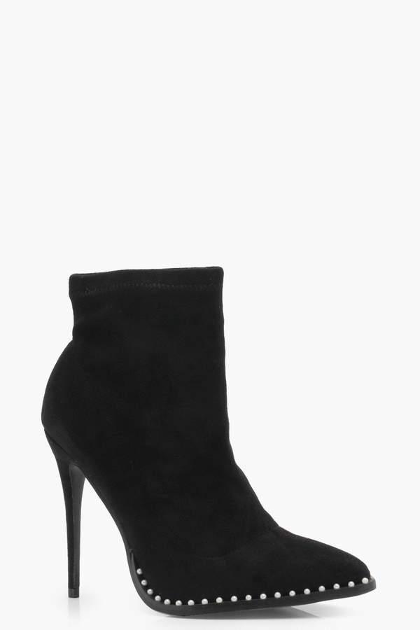 Outfit para oficina - Asesoría de imagen ejecutiva - boohoo Pin Stud Detail Pointed Toe Shoe Boots - Boohoo - BooHoo