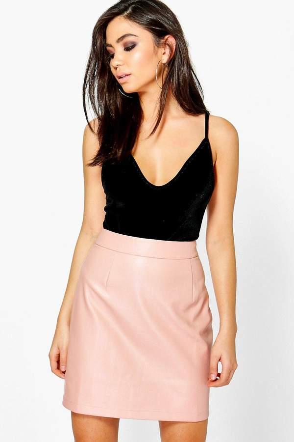 Outfit para discoteca - Asesoría de imagen ejecutiva - boohoo Iman A-Line Leather Look Mini Skirt - Boohoo - BooHoo