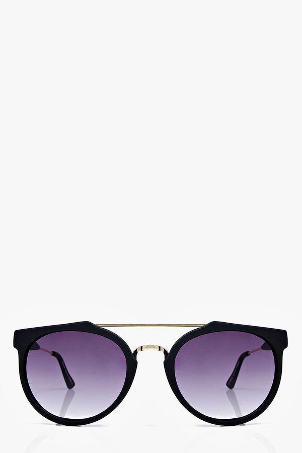 Outfit para oficina - Asesoría de imagen ejecutiva - boohoo Ava Matt Black Metal Arm Aviator Sunglasses - Boohoo - BooHoo