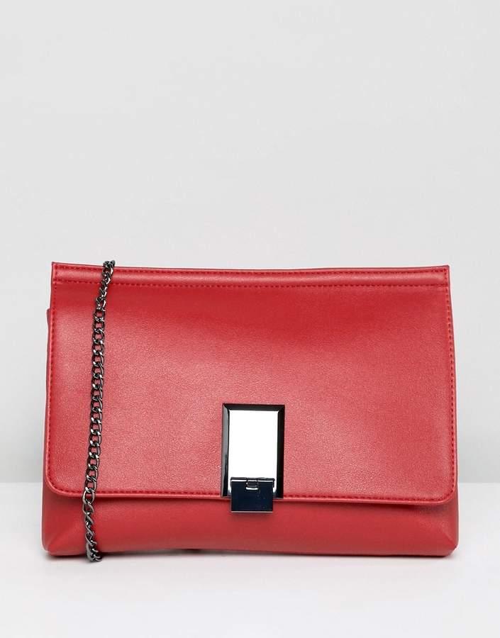 Outfit casual - Asesoría de imagen ejecutiva - ASOS DESIGN chunky pinch lock clutch with detachable chain strap - Asos - Asos