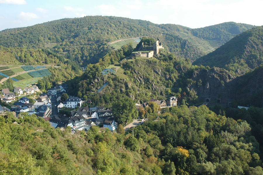 Village of Altenahr with the castle Are