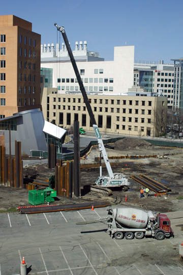 File:Koch-MIT Construction041008.png
