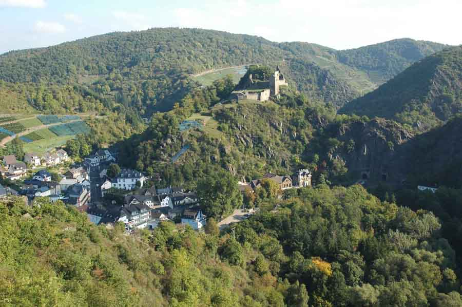 Village of Altenahr with the castle Are