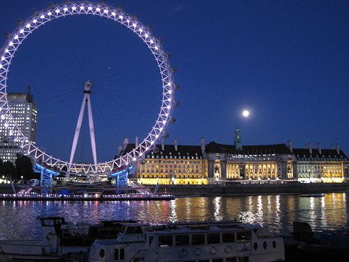London Moonrise.JPG