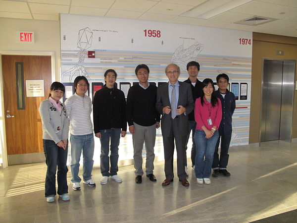Jin_lab_with_Prof._Stephanopoulos_2010