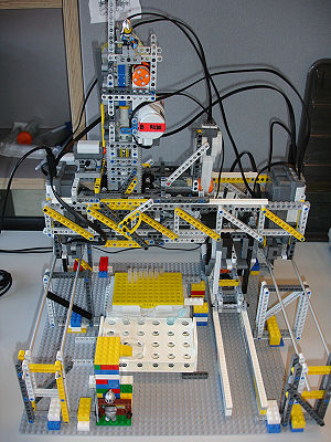The current LEGO liquid handling robot