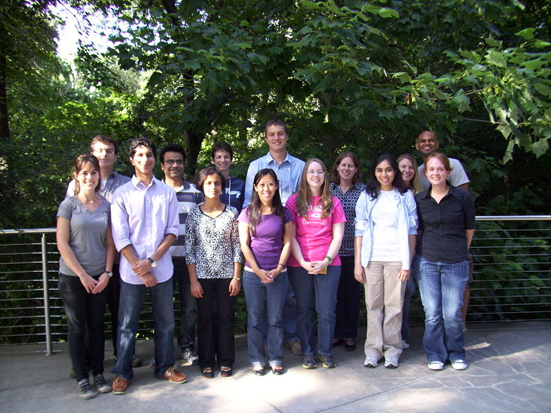 Payne Lab GroupPhoto summer13.JPG