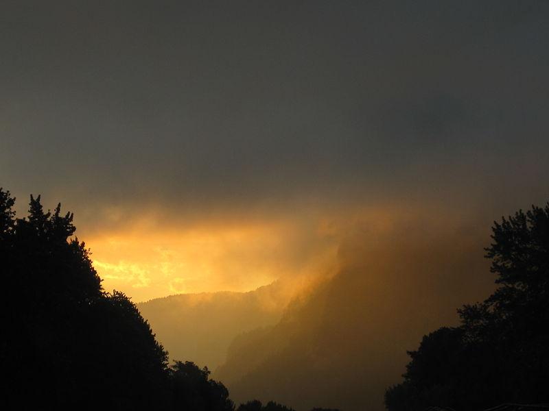 File:Columbia River Gorge Sunrise.JPG