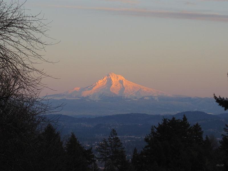 File:Mount Hood Alpenglow.JPG