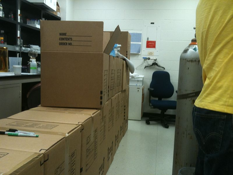 Image:RenhaoLiLab Lab packed2.JPG