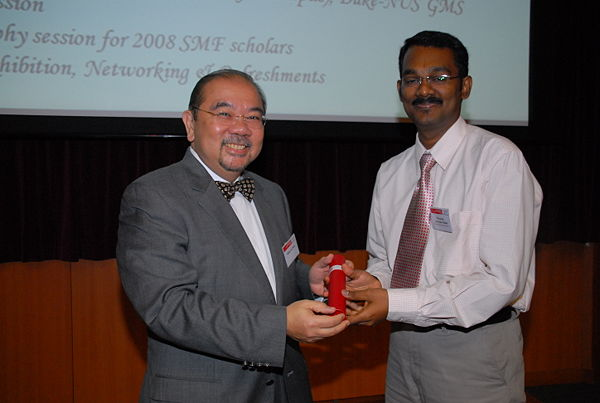 Thanneer Malai Perumal receiving Singapore Millennium Foundation award