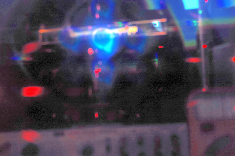 File:Cathode ray through grating.JPG