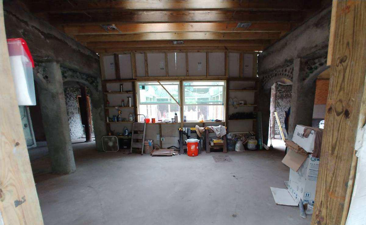 florida-earthship-entry-interior-construction