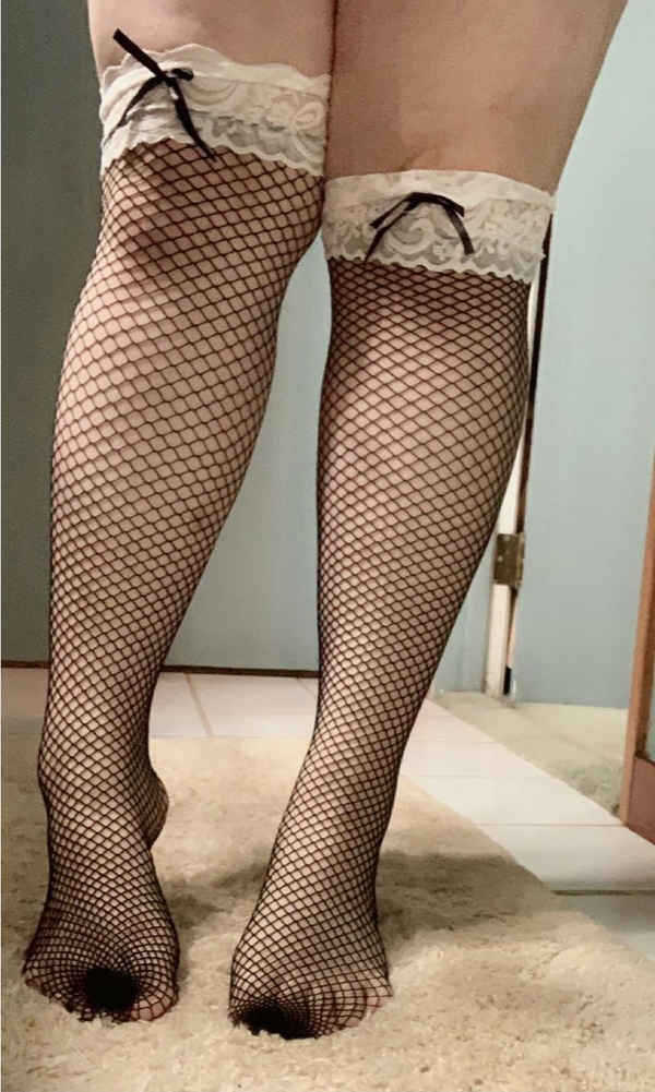 Cute lace trim fishnet knee high stocking with bows 💕
