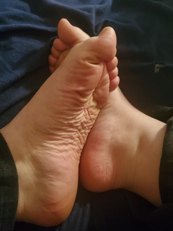 Custom feet pics & video