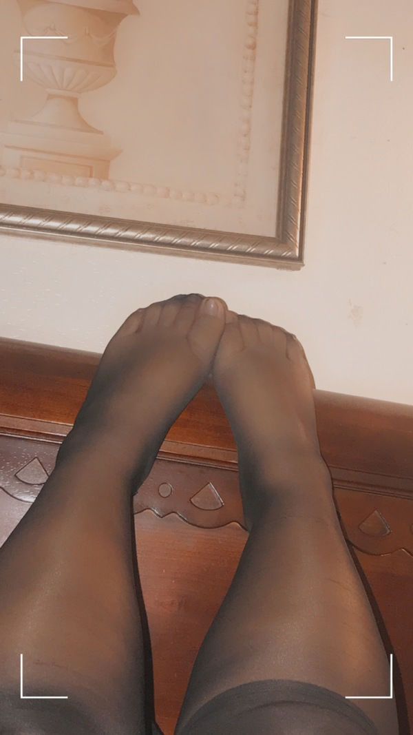 Play with my feet 🤤