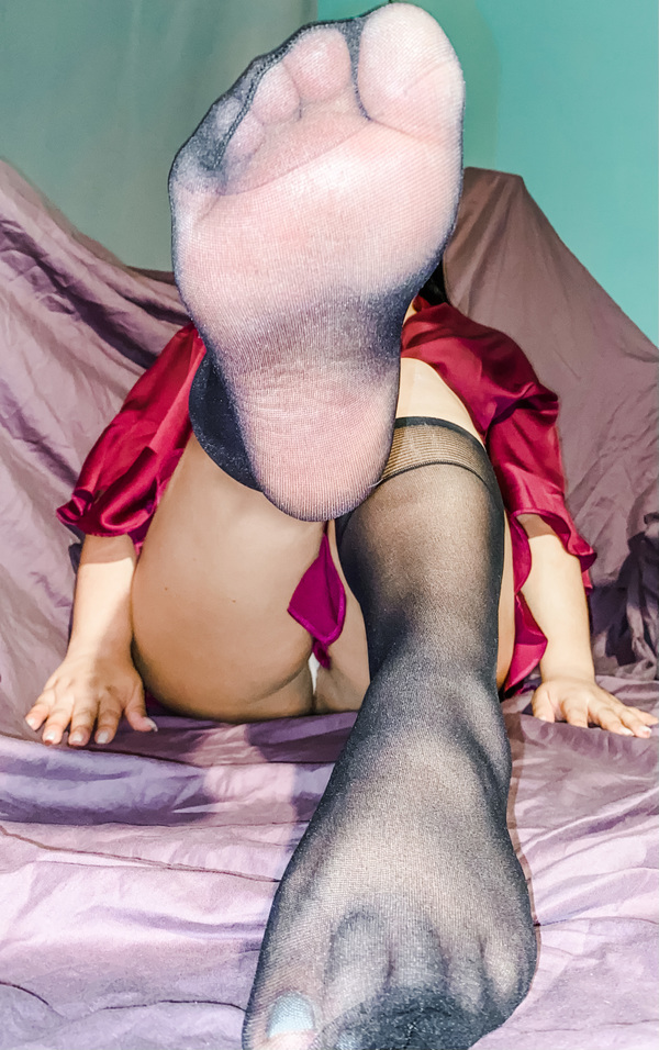 Sheer Knee High Pantyhose