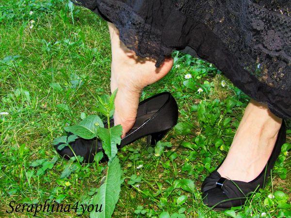 Feet Pics in the Yard