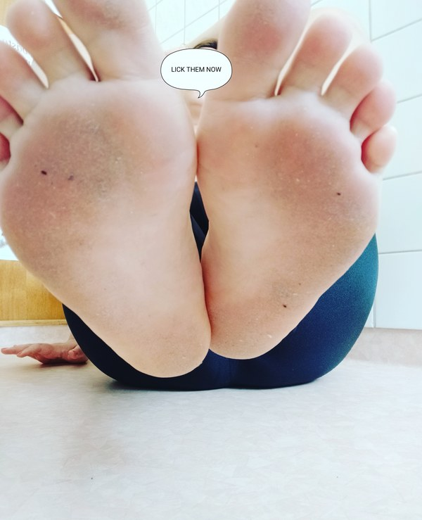 Dirty Feet  and Toes Video 00:27