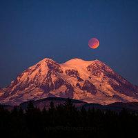 Rainier moon eclipse