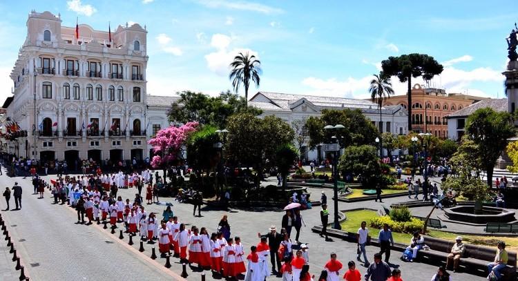 Desfile en centro de Quito
