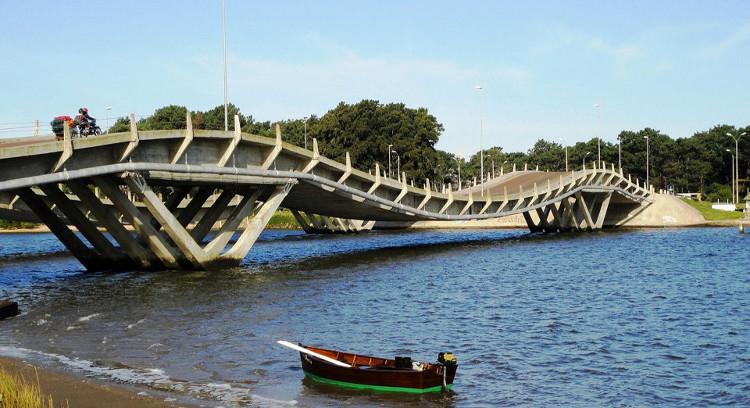 Puente ondulado de la Barra