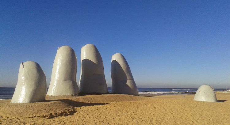 La Mano Monument
