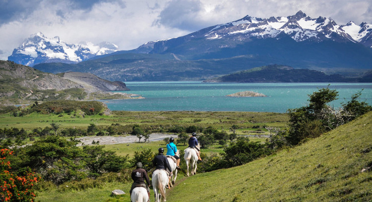 Cabalgata en estancia patagónica
