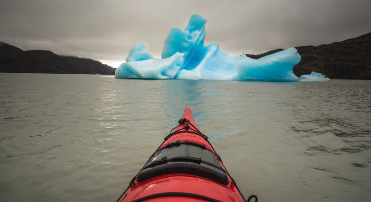 Kayak entre icebergs península Grey