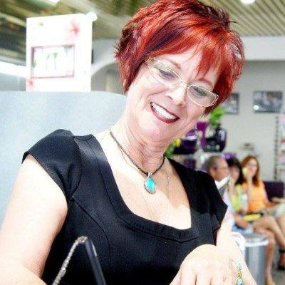 Debbie Lamb - Farmasi Beauty Influencer