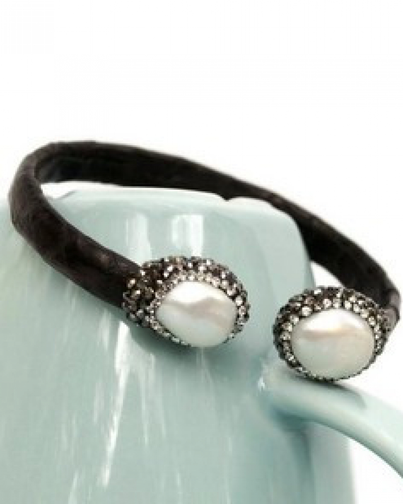 Chic Pearl Bracelet