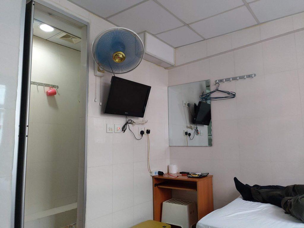 台湾の激安民宿のような室内