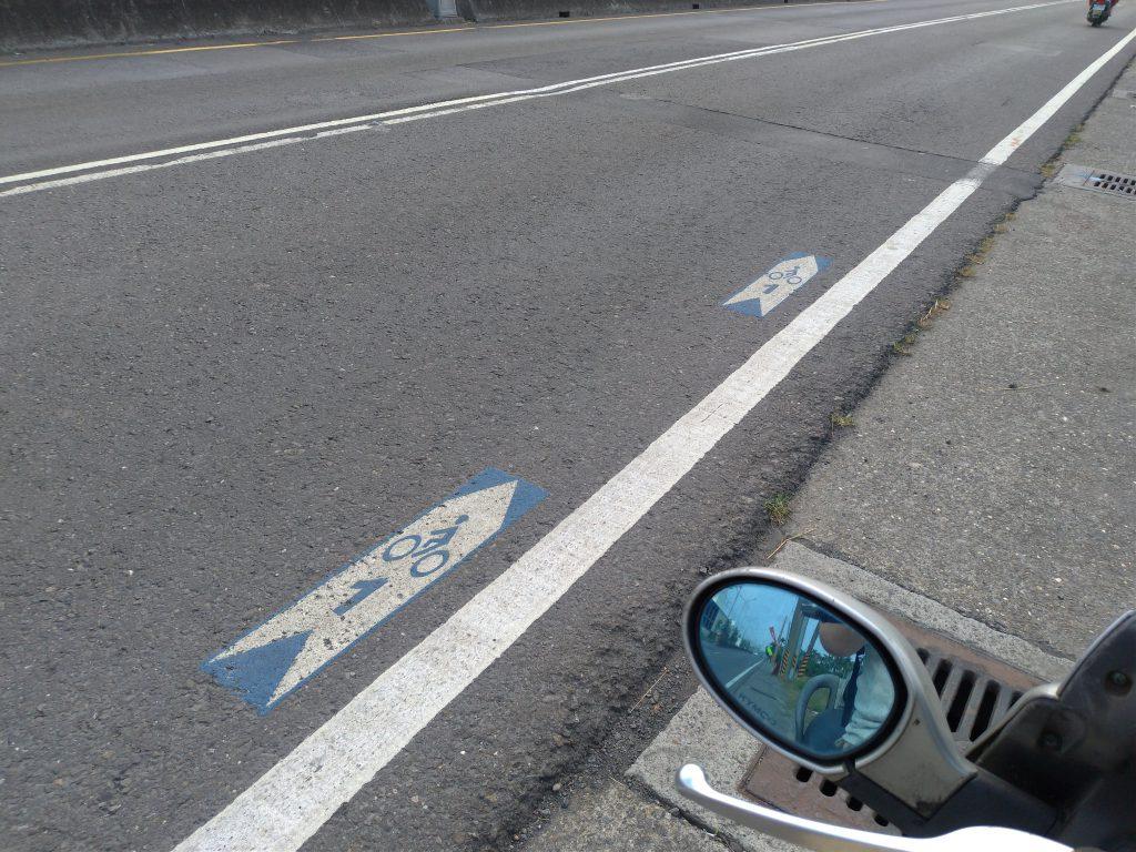 路上のサイクリングルート表示
