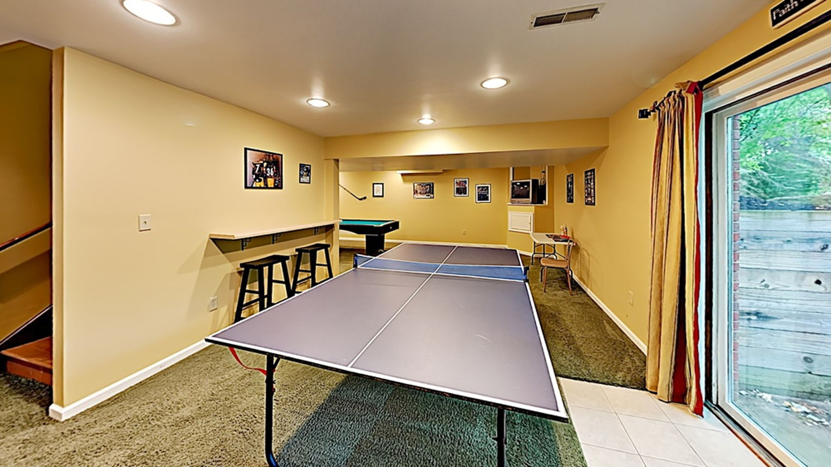 Expansive game room