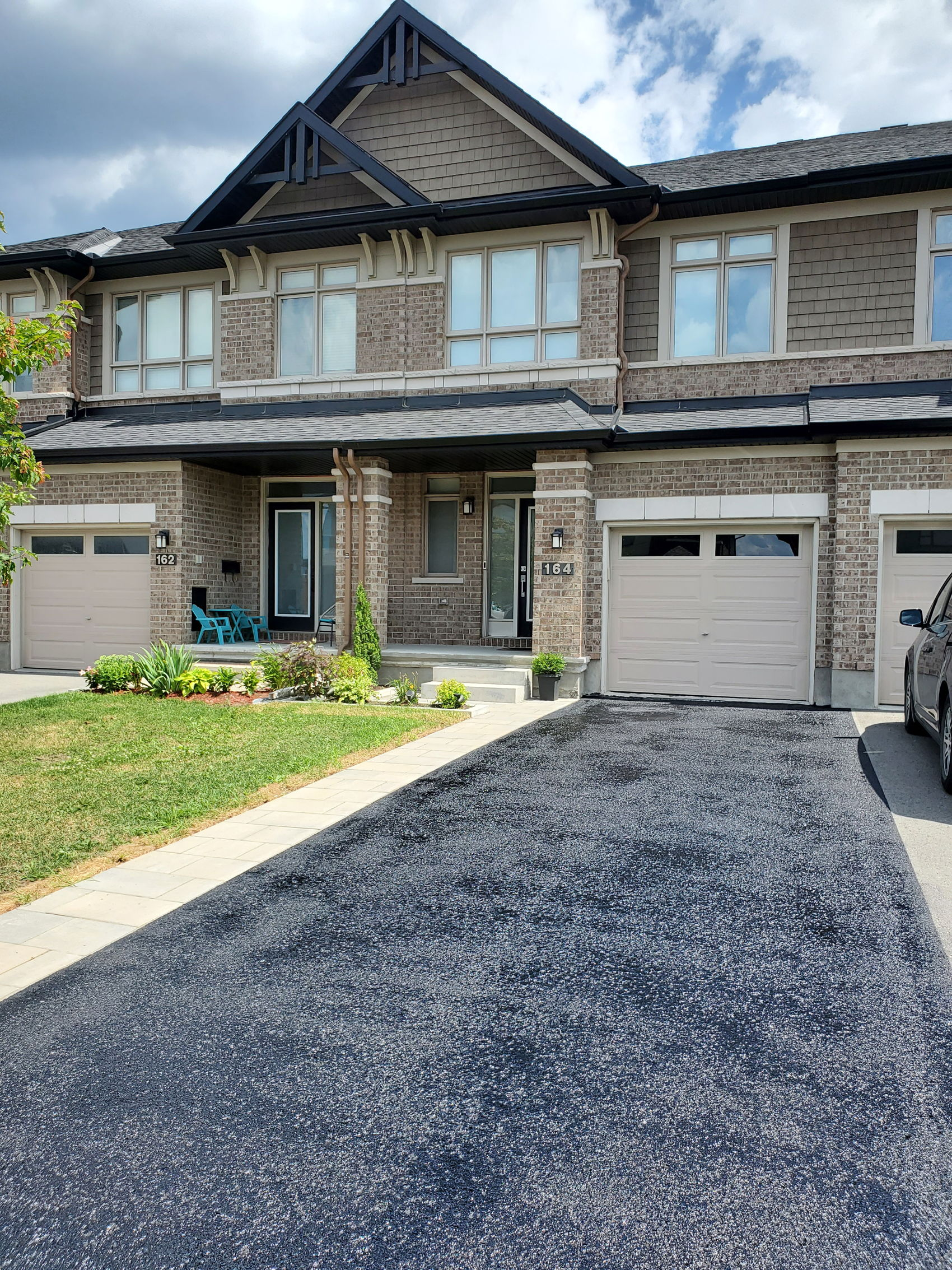 164 Hawkeswood FRONT SUMMER.jpg