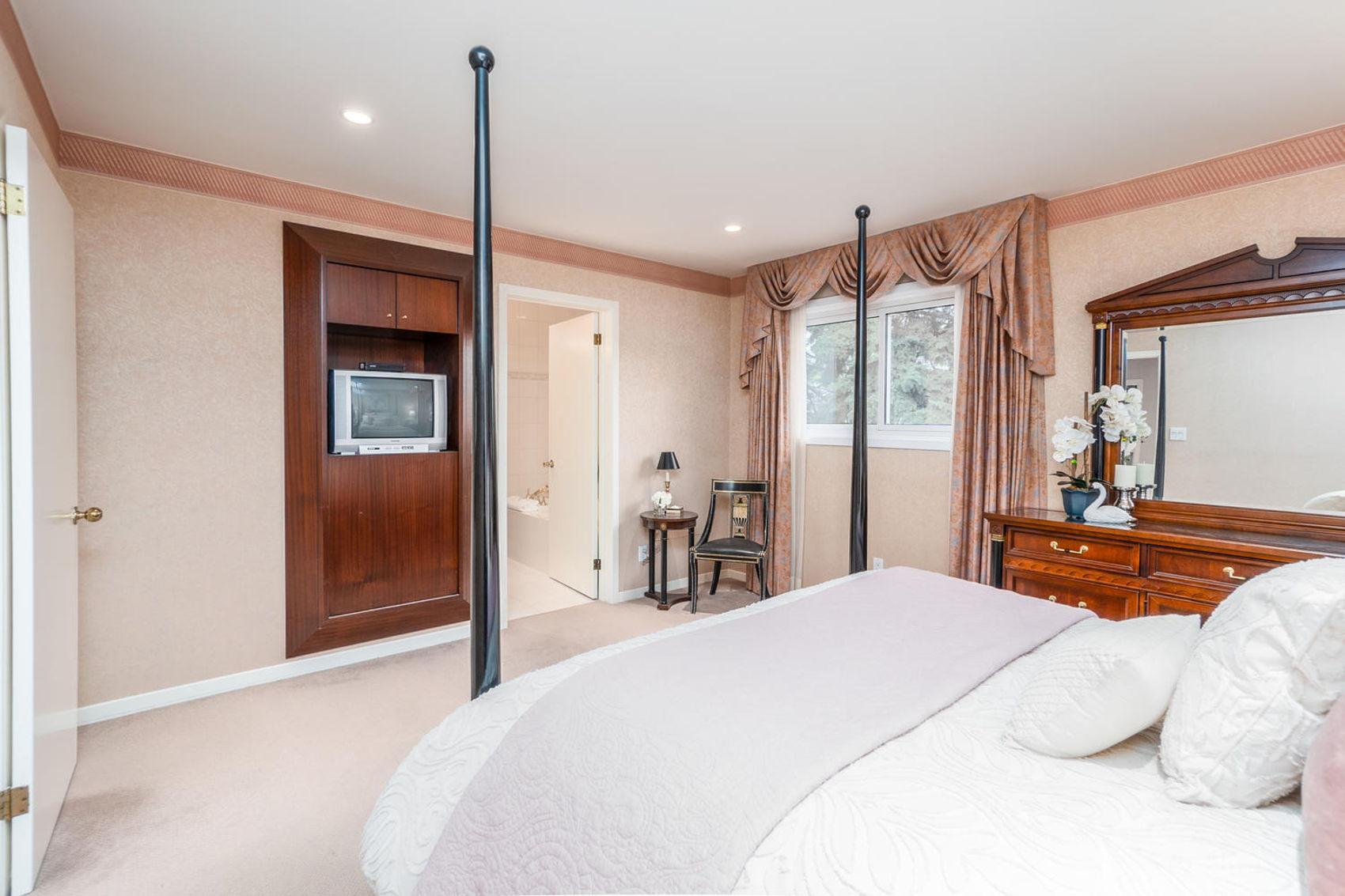 14 Treasure Grove Toronto ON-large-020-10-Master Bedroom-1500x1000-72dpi.jpg