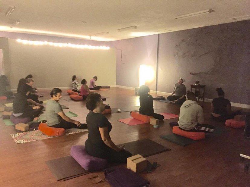 Restorative Yoga In English Spanish In Los Angeles Ca Us Mindbody
