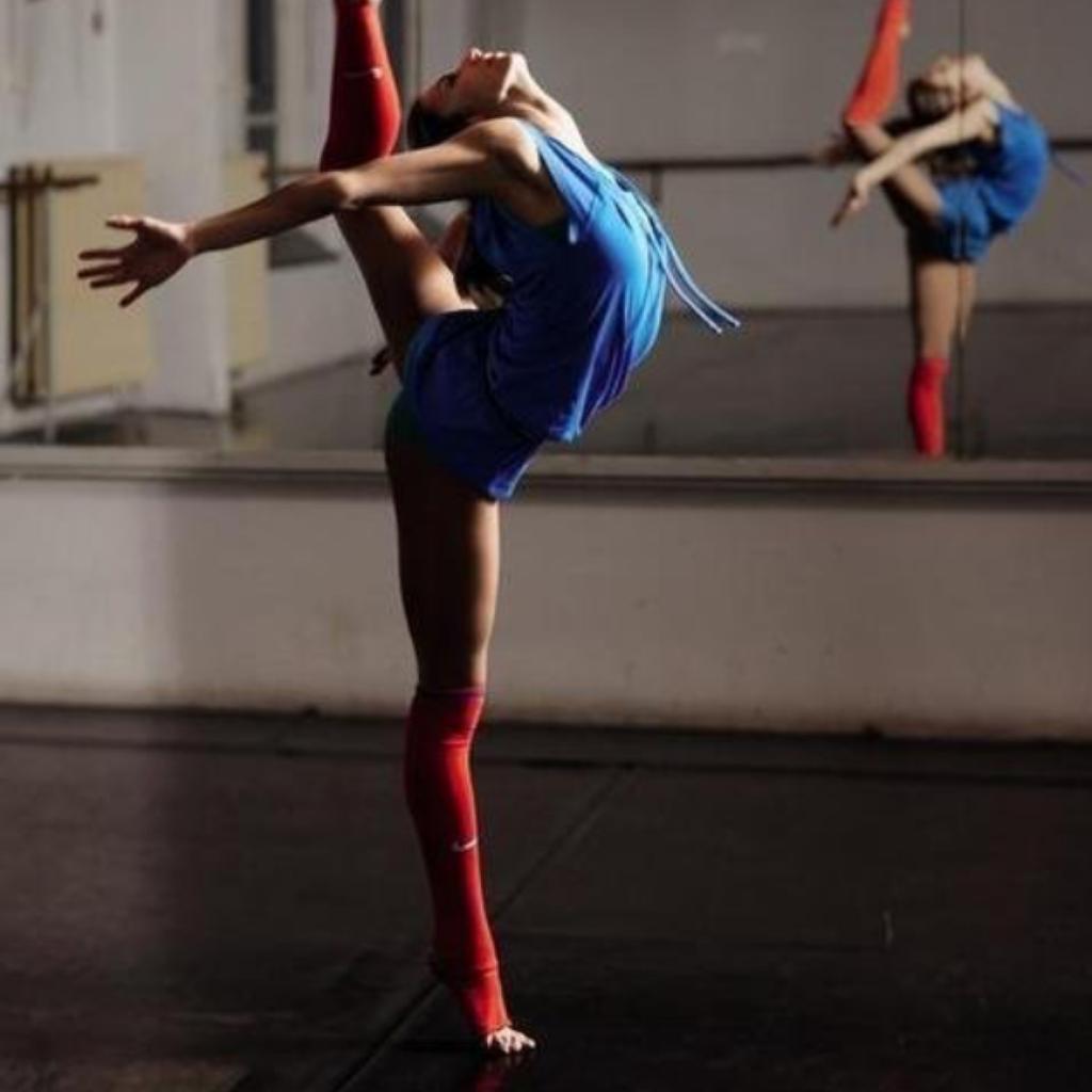 Фото девушки во время танца 1 фотография