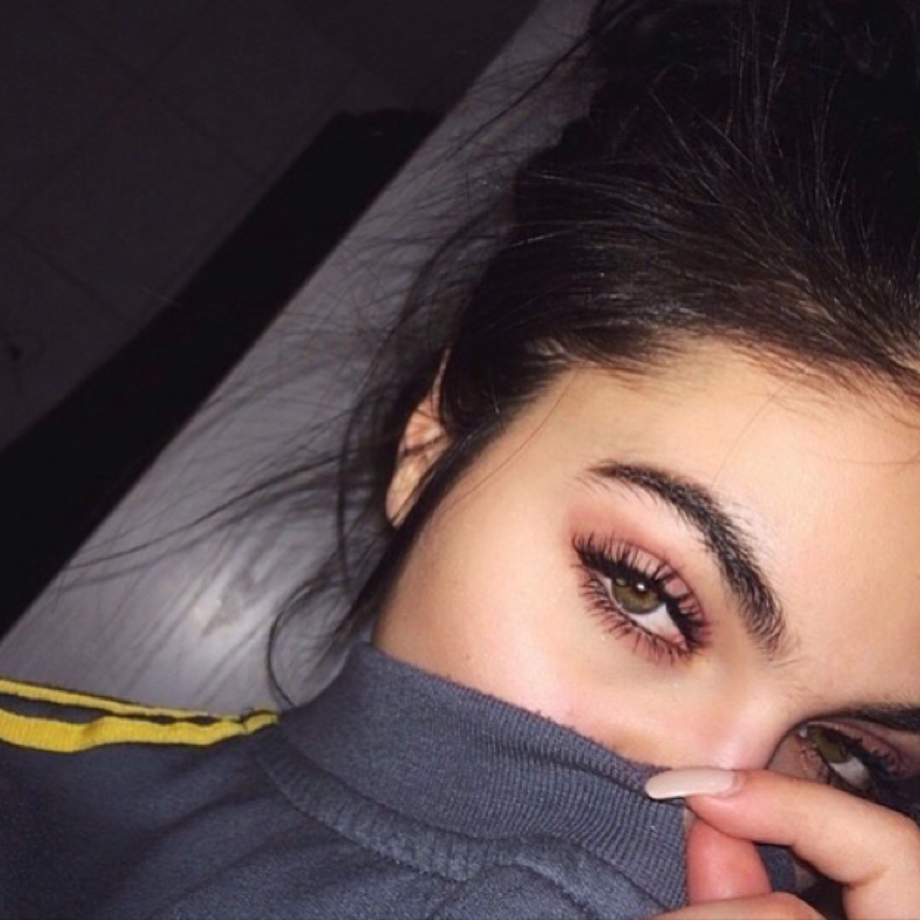 Фото девушки с красивыми глазами брюнетка 12 фотография