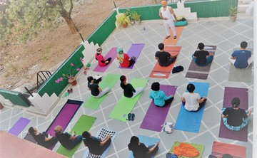 200 hours yoga teacher training rishikesh india