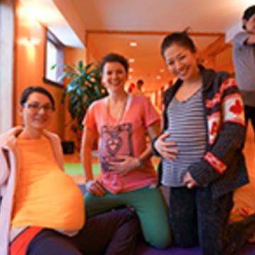 Enseigner le yoga prénatal/ Teaching Prenatal Yoga