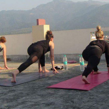 200 hrs Hatha Yoga Teacher Training in Rishikesh