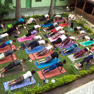 200 hour Yoga Teacher Training Course in Rishikesh, india Rishikesh Yogapeeth