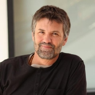 Dr. Julian Norris