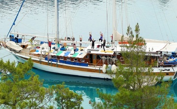 Yogacruising 'İsland-hopping'' GREECE Northern Dodekaness. Hiking, Sailing and Yoga.Tour nr GR2.